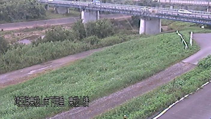 都幾川東松山橋ライブカメラは、埼玉県東松山市下押垂の東松山橋に設置された都幾川が見えるライブカメラです。