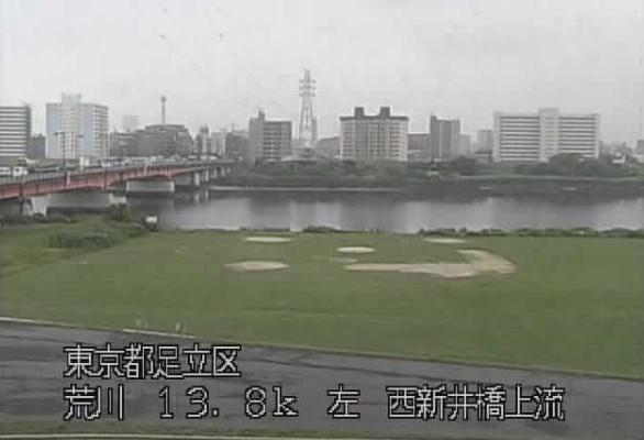 荒川西新井橋上流ライブカメラは、東京都足立区梅田の西新井橋上流に設置された荒川が見えるライブカメラです。