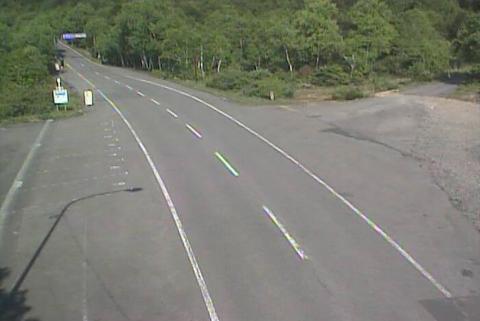 緑ヶ丘から岩手県道23号大更八幡平線が見えるライブカメラ。