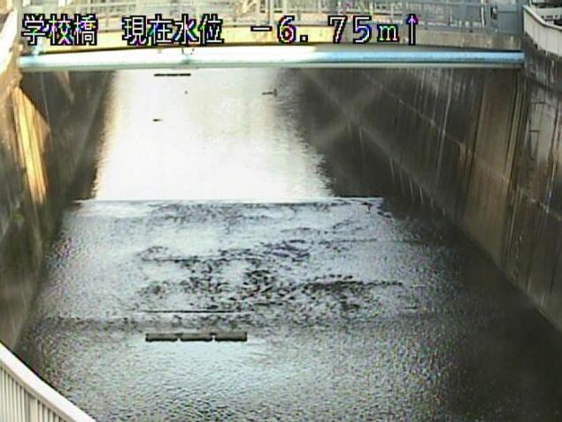 石神井川学校橋ライブカメラは、東京都板橋区大谷口の学校橋に設置された石神井川が見えるライブカメラです。更