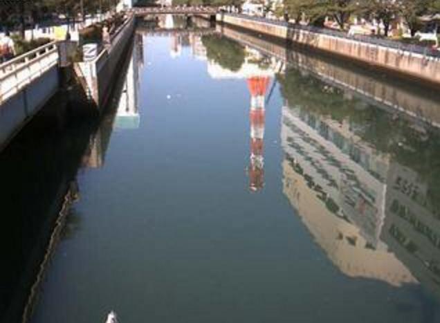 新田間川内海橋ライブカメラは、神奈川県横浜市西区の内海橋に設置された新田間川が見えるライブカメラです。
