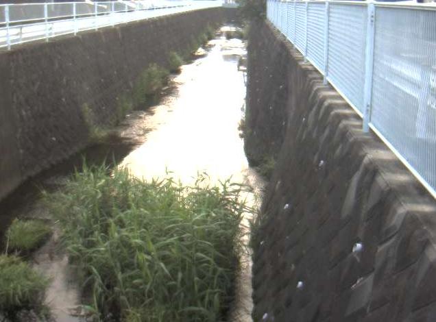 岩川住撰橋ライブカメラは、神奈川県横浜市緑区の住撰橋に設置された岩川が見えるライブカメラです。