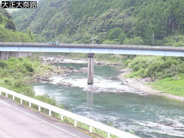 梼原川大正大奈路ライブカメラは、高知県四万十町大正大奈路の大正大奈路に設置された梼原川が見えるライブカメラです。