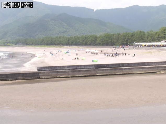 興津小室ライブカメラは、高知県四万十町興津の小室に設置された小室の浜海水浴場・小室湾が見えるライブカメラです。