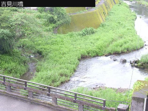 吉見川吉見川橋ライブカメラは、高知県四万十町本町の吉見川橋に設置された吉見川が見えるライブカメラです。