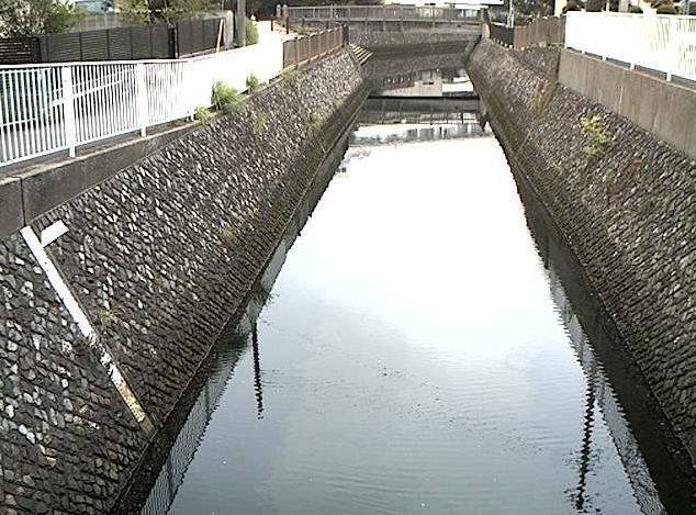 宮川宮川橋ライブカメラは、神奈川県横浜市金沢区の宮川橋に設置された宮川が見えるライブカメラです。