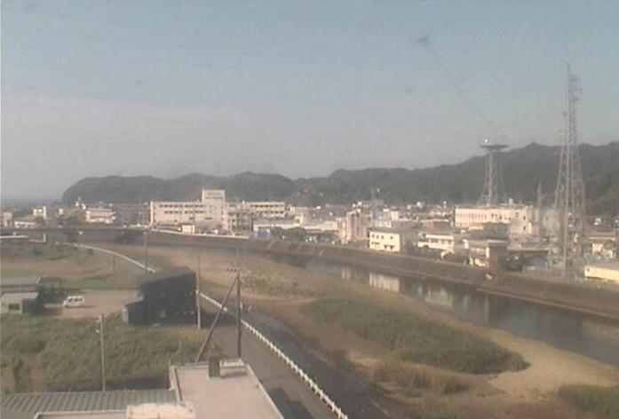 牟岐町教育委員会ライブカメラは、徳島県牟岐町川長の牟岐町教育委員会に設置された牟岐川が見えるライブカメラです。