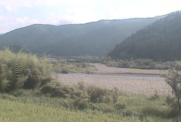 海部川中流付近ライブカメラは、徳島県海陽町神野の海部川中流付近に設置された海部川が見えるライブカメラです。
