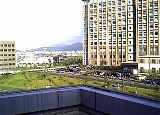 九州大学伊都新キャンパス建設風景第2ライブカメラは、福岡県福岡市西区の九州大学エネルギーセンター屋上に設置された伊都新キャンパス建設風景が見えるライブカメラです。