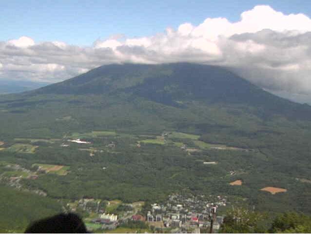 ニセコマウンテンリゾートグランヒラフ羊蹄山ライブカメラは、北海道倶知安町山田のニセコマウンテンリゾートグランヒラフに設置された羊蹄山が見えるライブカメラです。