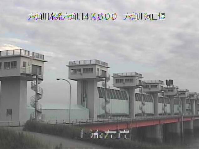六角川河口堰上流左岸ライブカメラは、佐賀県白石町福富の河口堰上流左岸に設置された六角川が見えるライブカメラです。