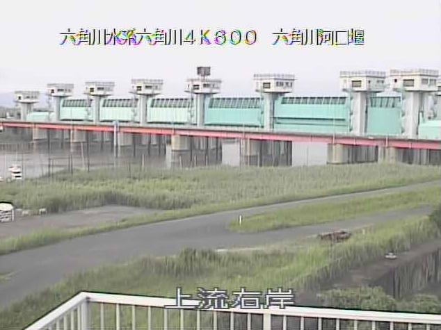 六角川河口堰上流右岸ライブカメラは、佐賀県白石町福富の河口堰上流右岸に設置された六角川が見えるライブカメラです。