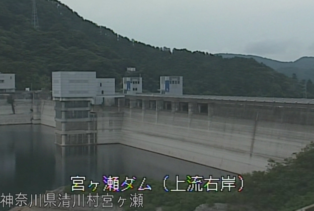 宮ヶ瀬ダム上流右岸ライブカメラは、神奈川県清川村宮ヶ瀬の宮ヶ瀬ダム上流右岸に設置された宮ヶ瀬ダムが見えるライブカメラです。