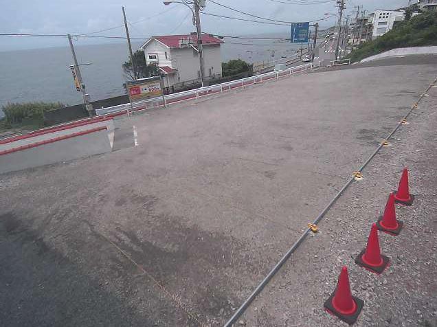NTTルパルク横須賀秋谷第1駐車場3ライブカメラは、神奈川県横須賀市秋谷のNTTルパルク横須賀秋谷第1駐車場に設置されたコインパーキング・国道134号・相模湾が見えるライブカメラです。更新はリアルタイムで、独自配信による動画(生中継)のライブ映像配信です。エヌティティルパルク(NTTルパルク)による配信です。