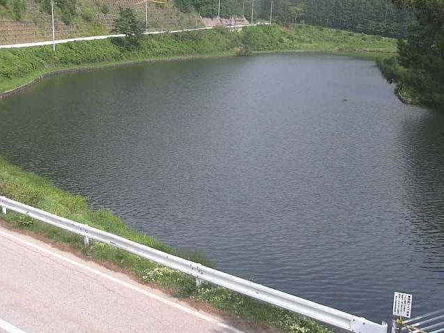 加和志湖ライブカメラは、長野県北相木村の加和志湖に設置された長野県道124号上野小海線が見えるライブカメラです。