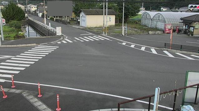 大分県杵築市大内の交差点付近に設置された大内簡易郵便局交差点・大分県道404号糸原杵築線が見えるライブカメラです。