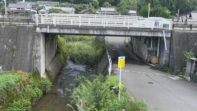 大分県杵築市山香町の橋付近に設置された恒道橋・国道10号が見えるライブカメラです。