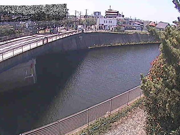 境川境川橋ライブカメラは、神奈川県藤沢市鵠沼藤が谷の境川橋に設置された境川が見えるライブカメラです。