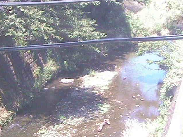 森戸川下小路橋ライブカメラは、神奈川県葉山町堀内の下小路橋に設置された森戸川が見えるライブカメラです。