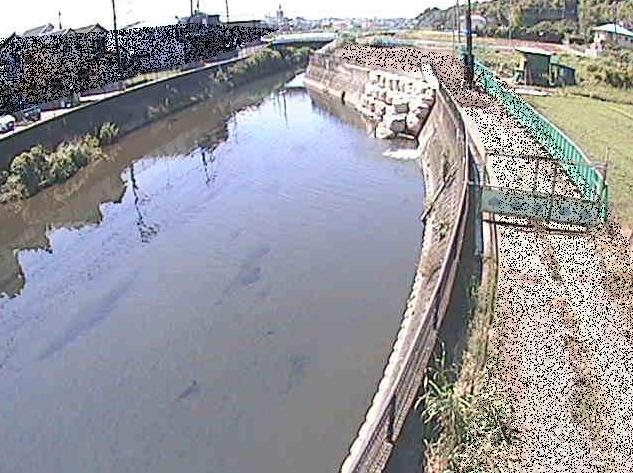 引地川大山橋ライブカメラは、神奈川県大和市福田の大山橋に設置された引地川が見えるライブカメラです。