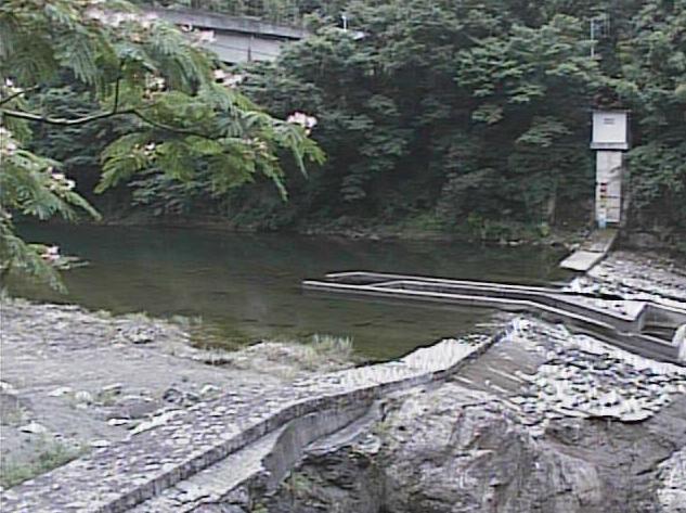 河内川平山橋ライブカメラは、神奈川県山北町川西の平山橋に設置された河内川が見えるライブカメラです。
