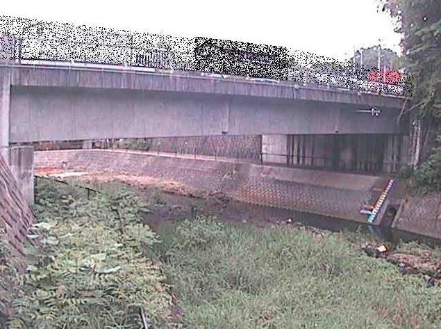 串川串川橋ライブカメラは、神奈川県相模原市緑区の串川橋に設置された串川が見えるライブカメラです。