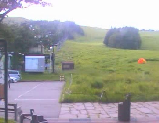 車山高原スカイパーク車山山麓第2ライブカメラは、長野県茅野市北山の車山高原に設置された車山山麓が見えるライブカメラです。更新は10分間隔で、独自配信による静止画のライブ映像配信です。信州綜合開発観光による配信です。
