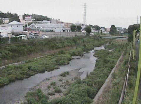 野川雁追橋ライブカメラは、東京都世田谷区喜多見の雁追橋に設置された野川が見えるライブカメラです。
