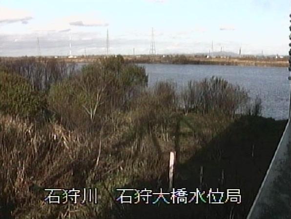 石狩川石狩大橋水位局ライブカメラは、北海道江別市緑町の石狩大橋水位局に設置された石狩川が見えるライブカメラです。