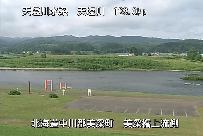 天塩川美深橋観測所ライブカメラは、北海道美深町敷島の美深橋観測所に設置された天塩川が見えるライブカメラです。