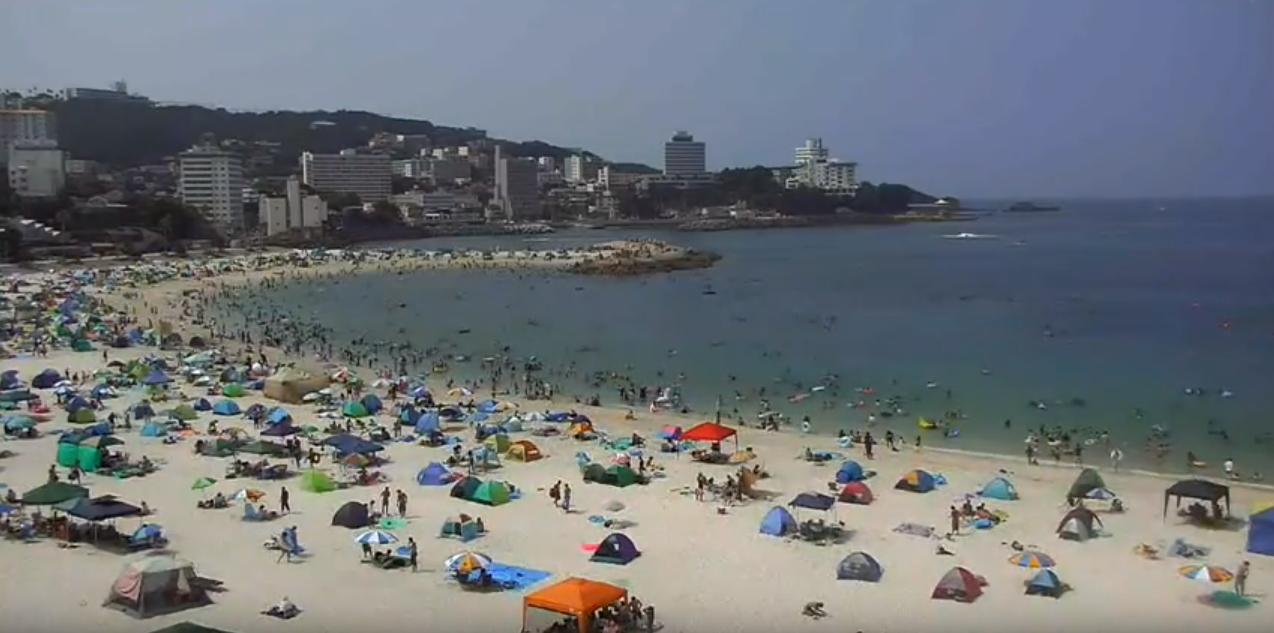白良浜ライブカメラは、和歌山県白浜町の白良浜に設置された白良浜ビーチ(白良浜海水浴場)が見えるライブカメラです。