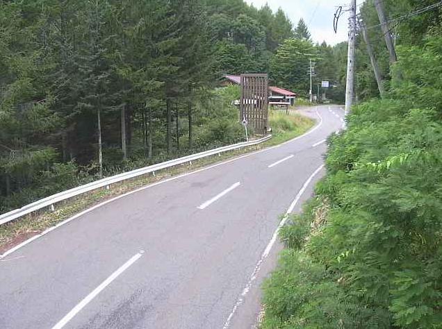 国道361号長峰峠ライブカメラは、長野県木曽町開田高原西野の長峰峠に設置された国道361号(木曽街道)が見えるライブカメラです。