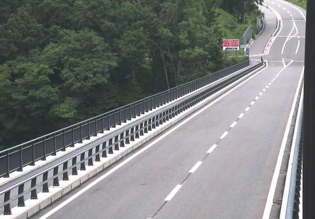 長野県道433号栂池ライブカメラは、長野県小谷村千国乙の栂池に設置された長野県道433号千国北城線が見えるライブカメラです。