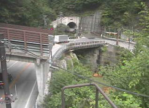 国道158号中ノ湯2ライブカメラは、長野県松本市安曇の中ノ湯に設置された国道158号が見えるライブカメラです。