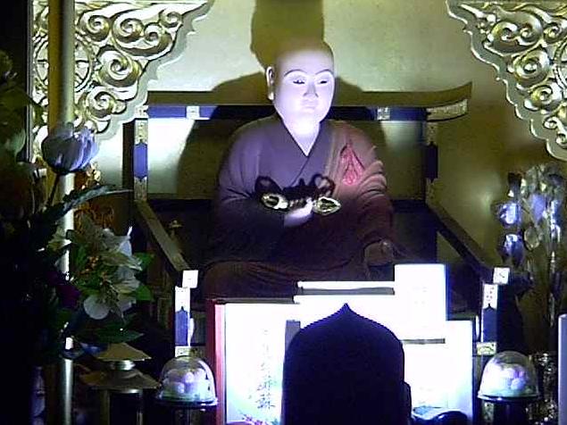真照寺弘法大師ライブカメラは、神奈川県横浜市磯子区の真照寺に設置された弘法大師(御大師)が見えるライブカメラです。