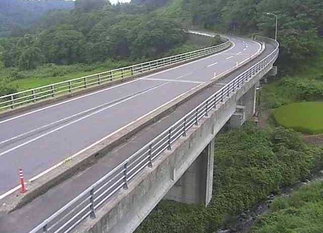 国道117号湯沢川大橋ライブカメラは、長野県野沢温泉村坪山の湯沢川大橋に設置された国道117号が見えるライブカメラです。