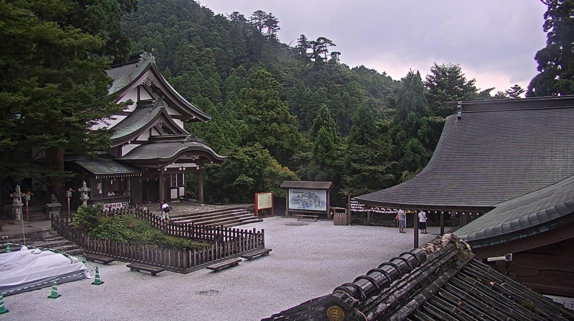 英彦山神宮参道ライブカメラは、福岡県添田町英彦山の英彦山神宮参道に設置された境内が見えるライブカメラです。