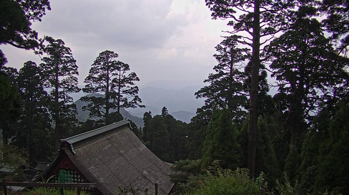 英彦山神宮下宮ライブカメラは、福岡県添田町英彦山の英彦山神宮下宮に設置された境内が見えるライブカメラです。