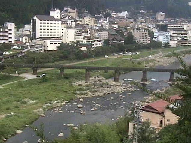 下呂温泉街ライブカメラは、岐阜県下呂市幸田の下呂観光ホテルに設置された下呂温泉街・飛騨川・JR東海高山本線が見えるライブカメラです。