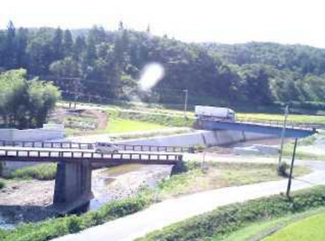 曲谷やまゆり鹿熊川ライブカメラは、新潟県三条市曲谷の曲谷やまゆり(曲谷多目的研修交流施設やまゆり)に設置された鹿熊川が見えるライブカメラです。