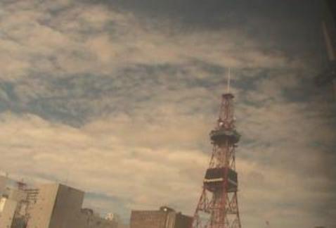 札幌テレビ塔au天気ライブカメラは、北海道札幌市中央区の札幌テレビ塔(さっぽろテレビ塔)に設置された上空天気が見えるライブカメラです。