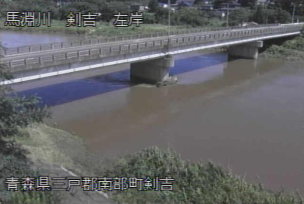 馬淵川剣吉ライブカメラは、青森県南部町の剣吉に設置された馬淵川が見えるライブカメラです。