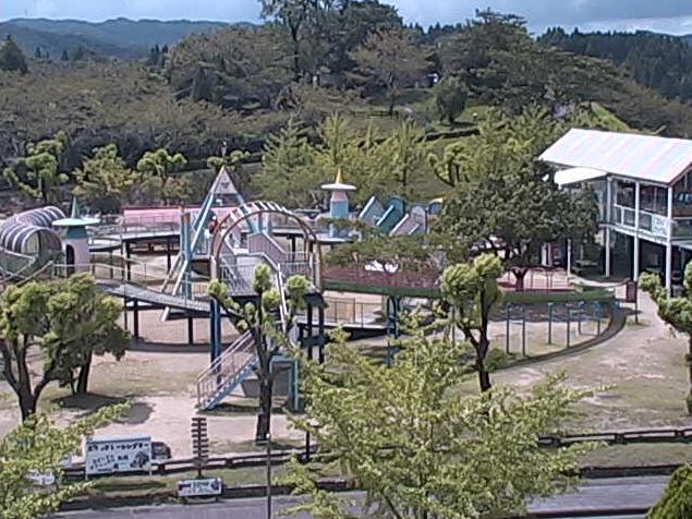 のじりこぴあライブカメラは、宮崎県小林市野尻町ののじりこぴあに設置された園内・国道268号が見えるライブカメラです。