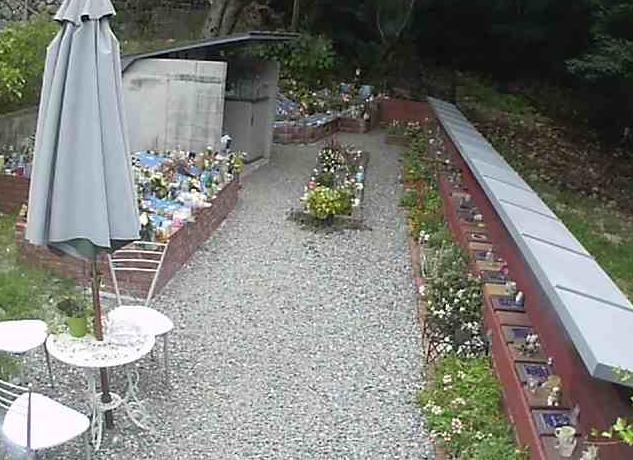 神戸住吉ペット霊園1階ライブカメラは、兵庫県神戸市東灘区の神戸住吉ペット霊園に設置されたペット霊園1階が見えるライブカメラです。