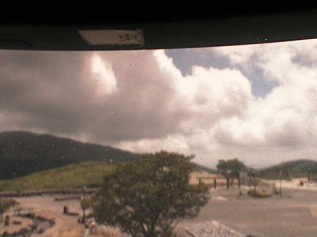 平尾台自然の郷北ライブカメラは、福岡県北九州市小倉南区の平尾台自然の郷に設置された平尾台が見えるライブカメラです。