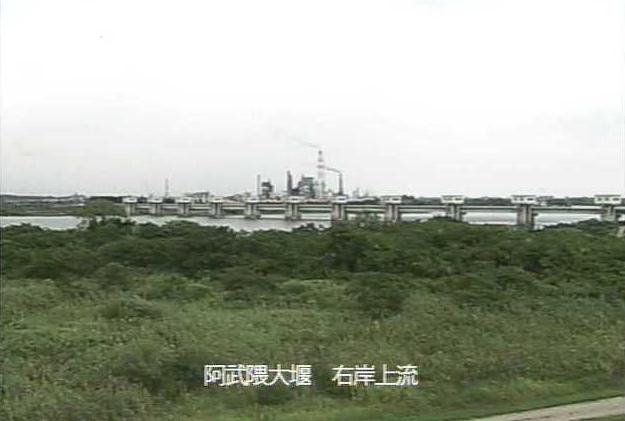 阿武隈川阿武隈大堰右岸上流ライブカメラは、宮城県亘理町逢隈田沢の阿武隈大堰右岸上流に設置された阿武隈川が見えるライブカメラです。
