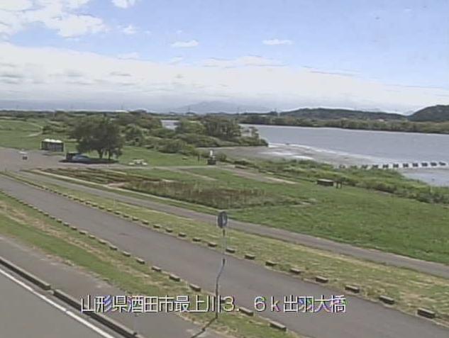 最上川出羽大橋ライブカメラは、山形県酒田市堤町の出羽大橋(最上川スワンパーク)に設置された最上川が見えるライブカメラです。