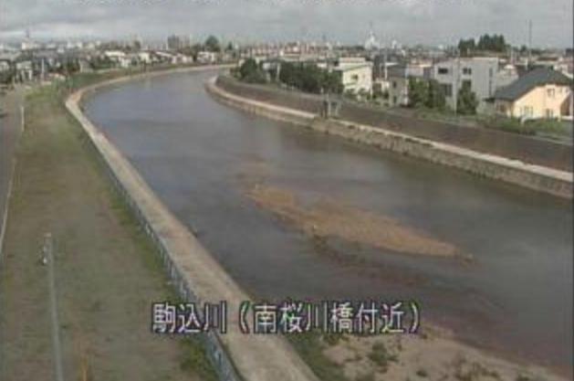 駒込川南桜川橋ライブカメラは、青森県青森市桜川の南桜川橋に設置された駒込川が見えるライブカメラです。
