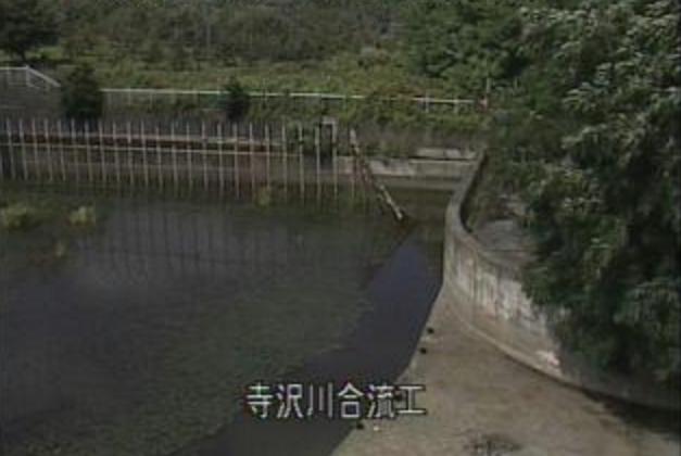 寺沢川寺沢川合流工ライブカメラは、青森県弘前市樹木の寺沢川合流工に設置された寺沢川が見えるライブカメラです。