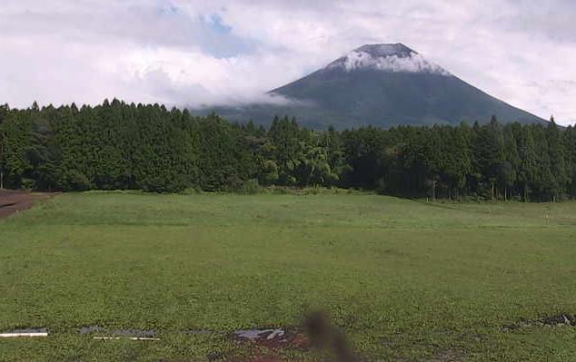ハートランド朝霧ライブカメラは、静岡県富士宮市根原のハートランド朝霧に設置された富士山・牧場内(ドームハウス・天空の城・パワースポット)が見えるライブカメラです。